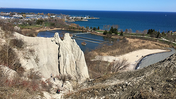 2016-04-scarborough-bluffs-park-downview